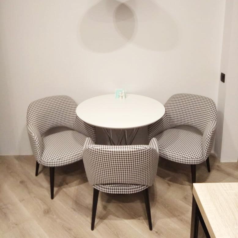 стул с подлокотниками Рольф