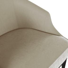 современное светлое кресло для отдыха