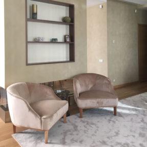 Бархатное ар-деко кресло в гостиную