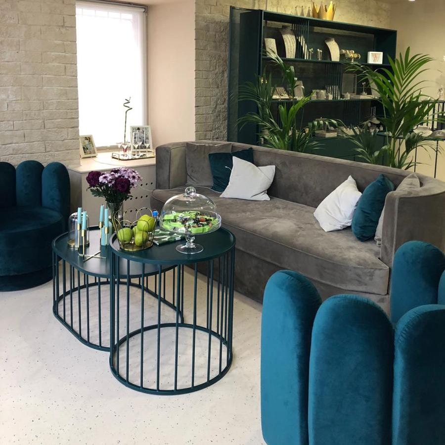 Овальный диван для салона красоты