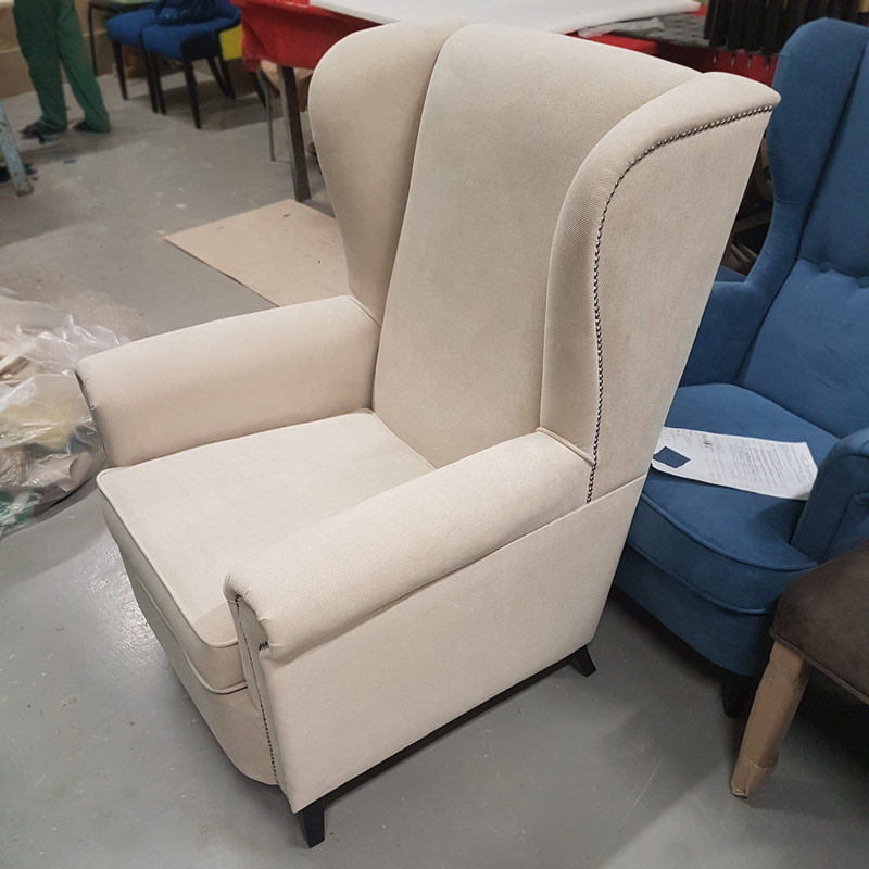 LAVSIT_highback_armchair_Robert