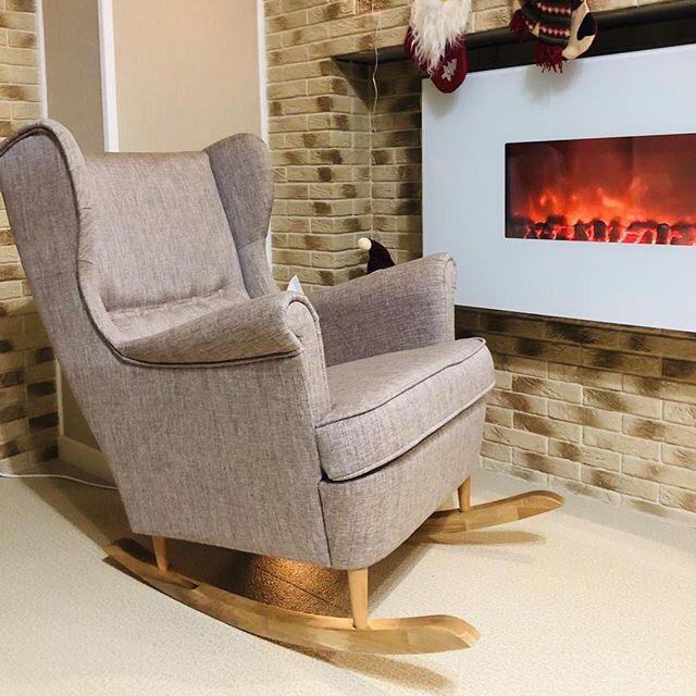 Мягкое уютное кресло-качалка в скандинавском стиле