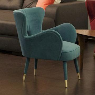Мебель на заказ, мягкое кресло с латунными колпачками