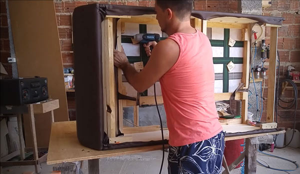 Производство дизайнерских диванов на заказ