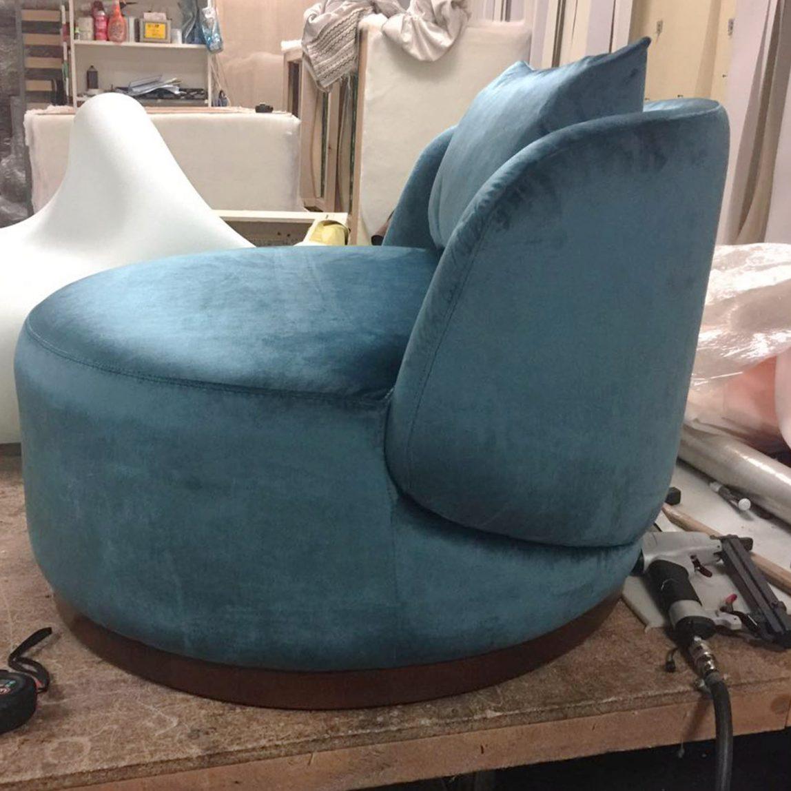 Мягкое овальное кресло для отдыха