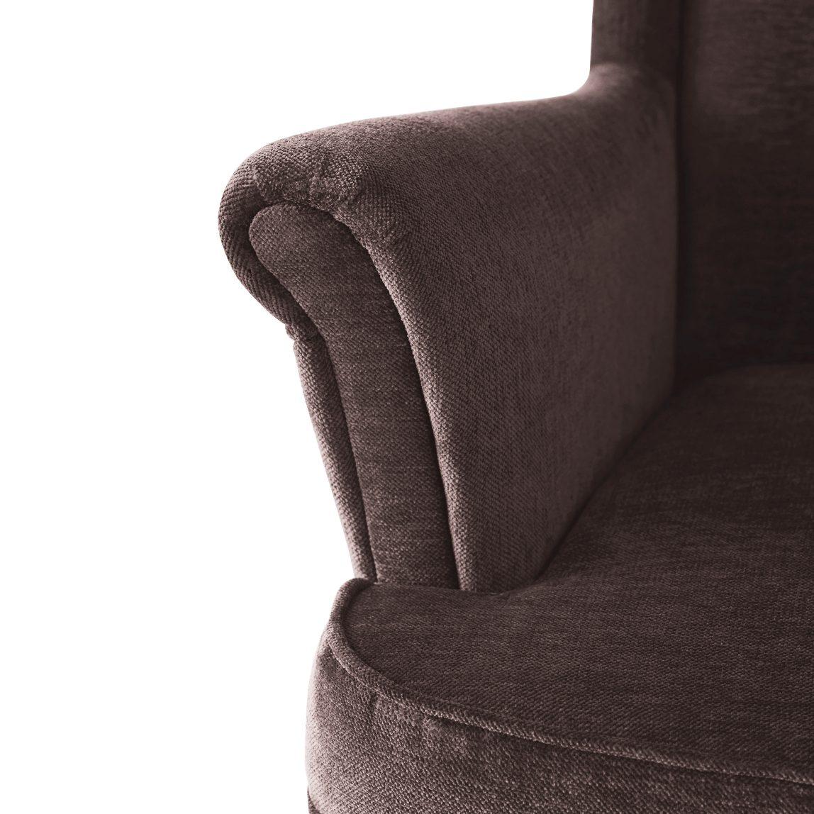 Мягкое кресло в скандинавском стиле