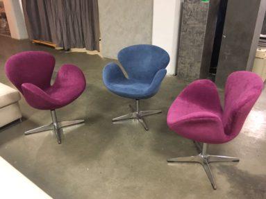 Поворотное современное кресло Swan
