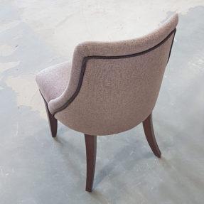 Маленький мягкий стул
