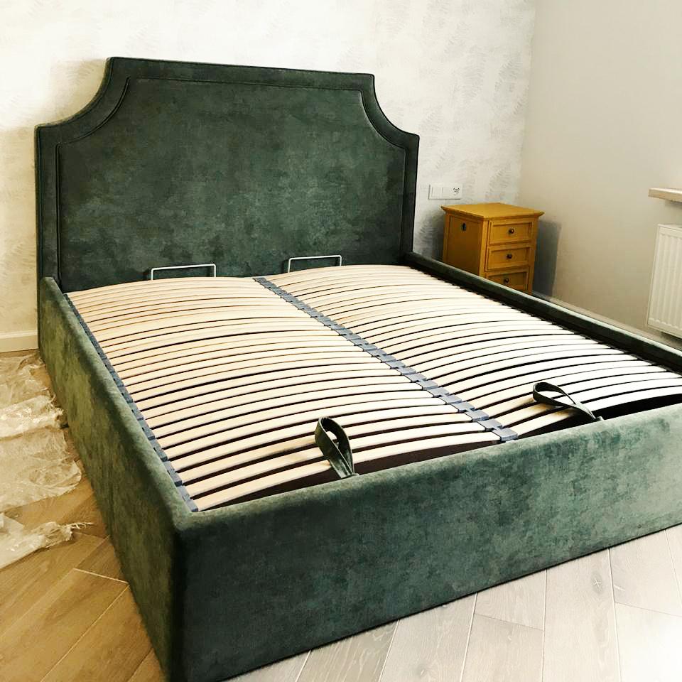Кровать Томас с изголовьем в современном американском стиле