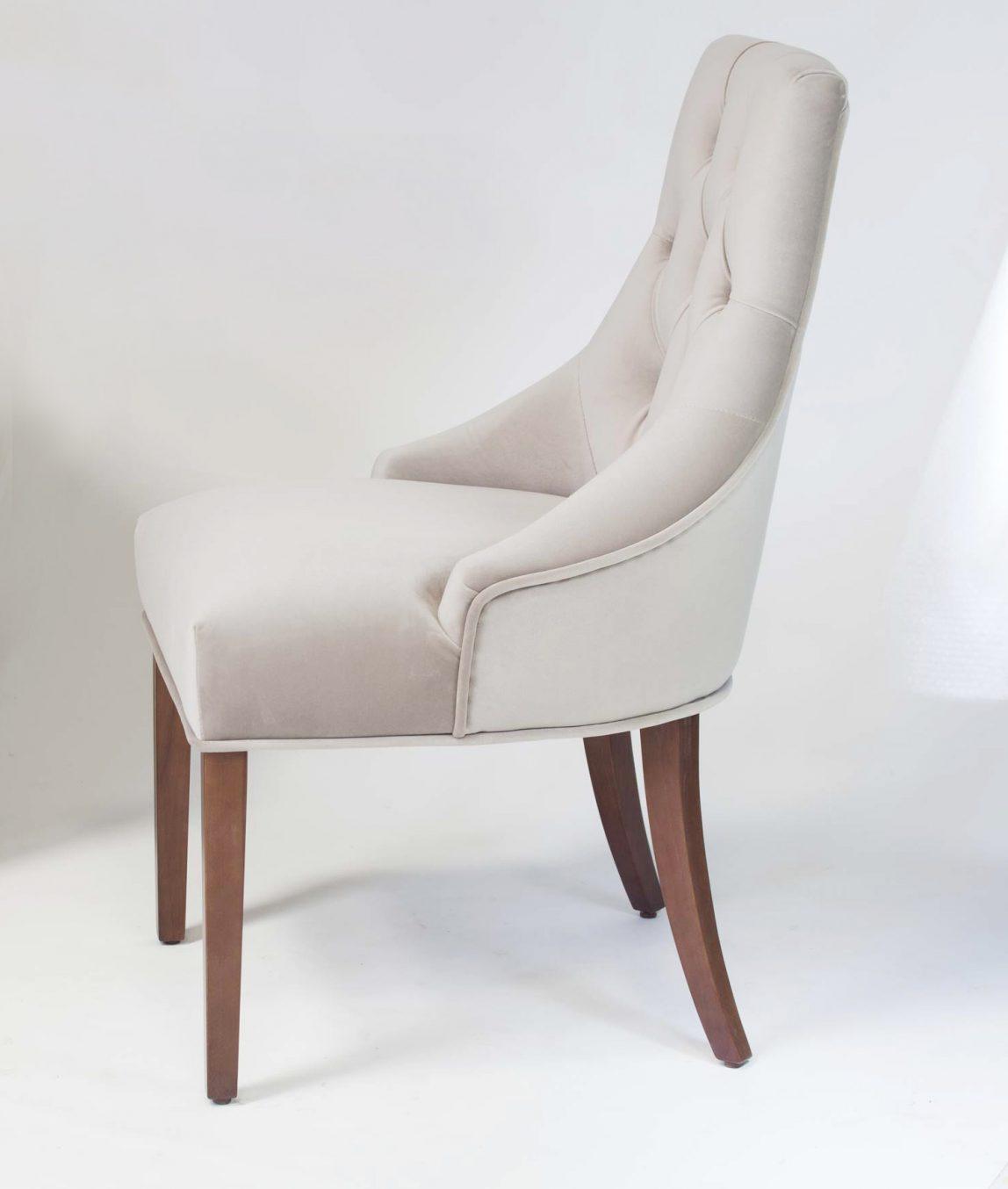 Мягкий стул Жорж в стиле нео классика с каретной стяжкой