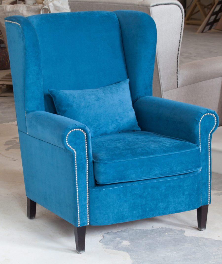 Каминное большое кресло в синем велюре