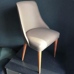 Обеденный стул в натуральной коже
