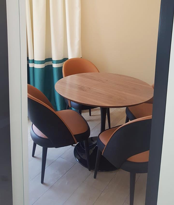 Современный мягкий кожаный стул