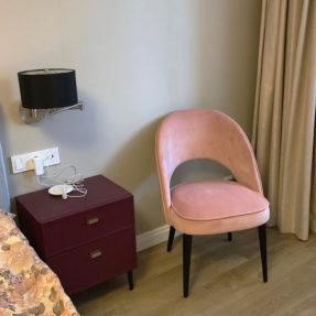 стильный стул в спальню
