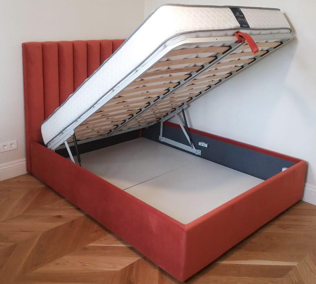 Современная кровать в велюре на заказ