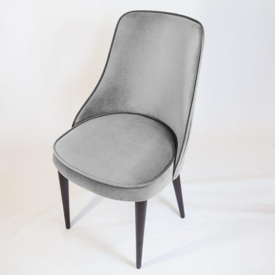 Маленький современный удобный стул