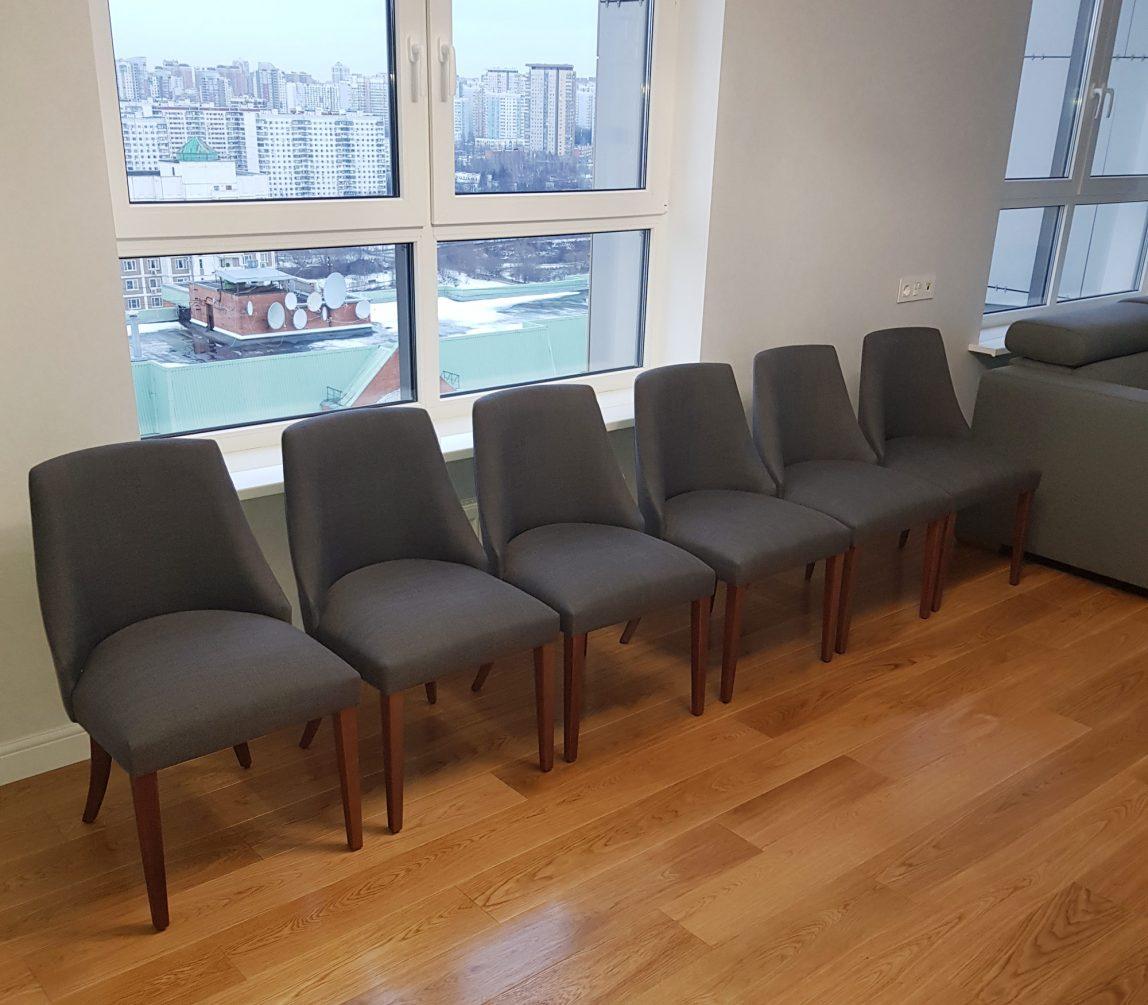 Дизайнерский обеденный стул Дэн с мягкой спинкой и ортопедическим сиденьем