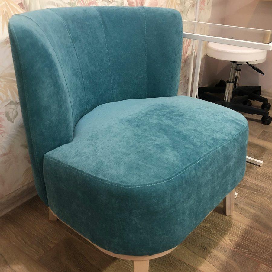 кокетливое мятное кресло Марк