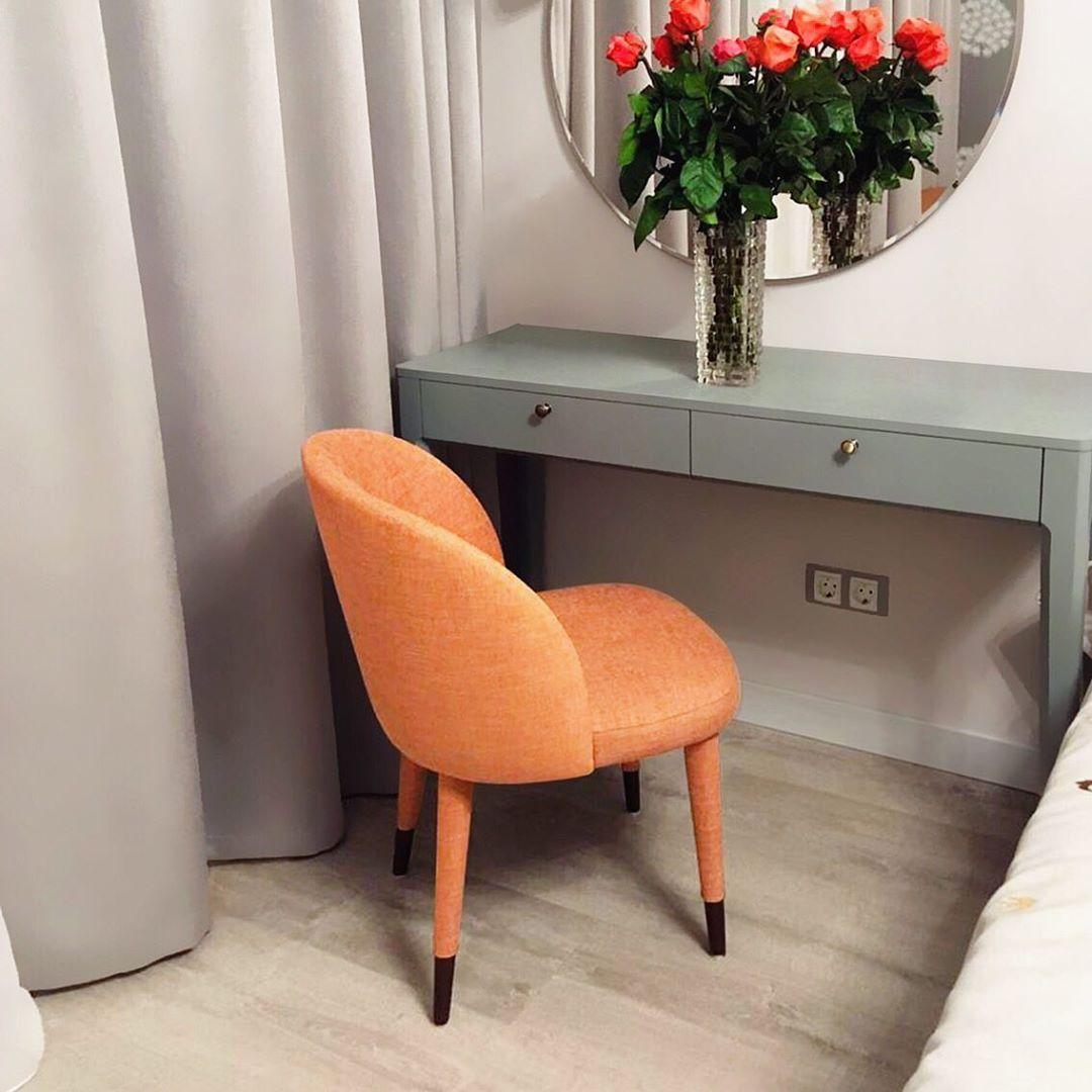 стулья Тимон около прикроватного столика