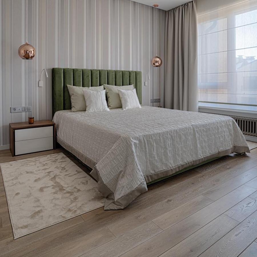 Кровать с полосами вертикальная строчка