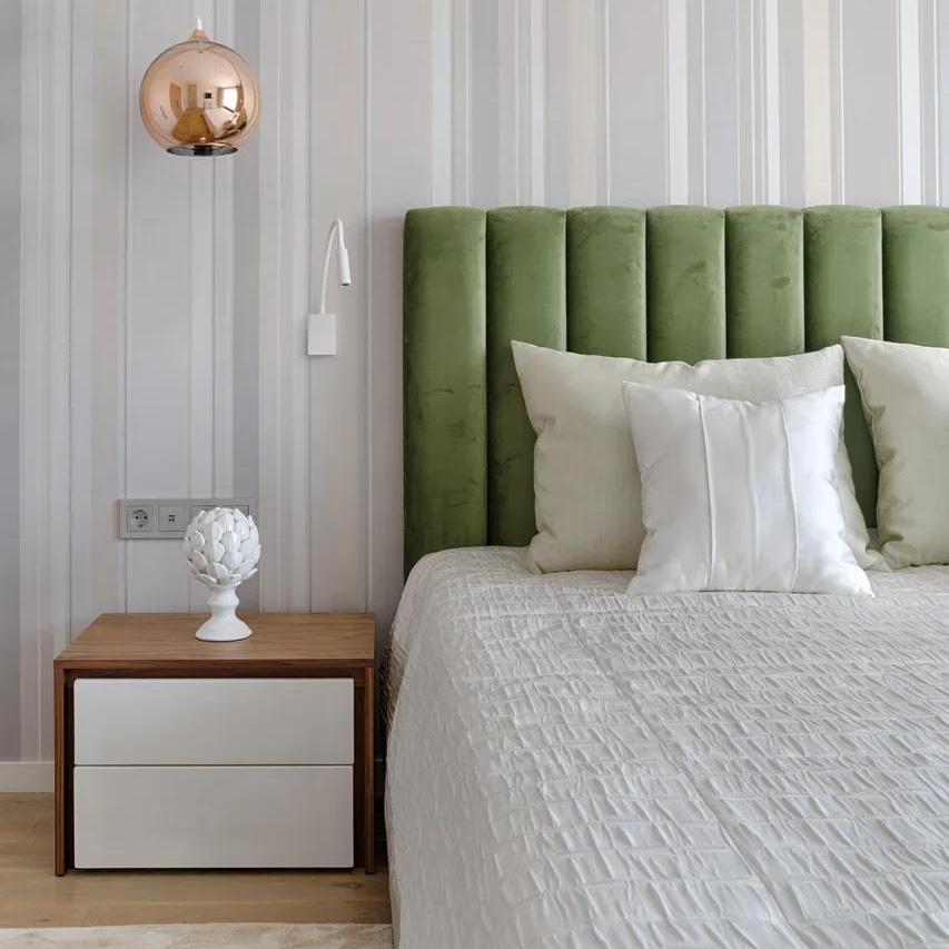 Кровать с вертикальными панелями зеленый