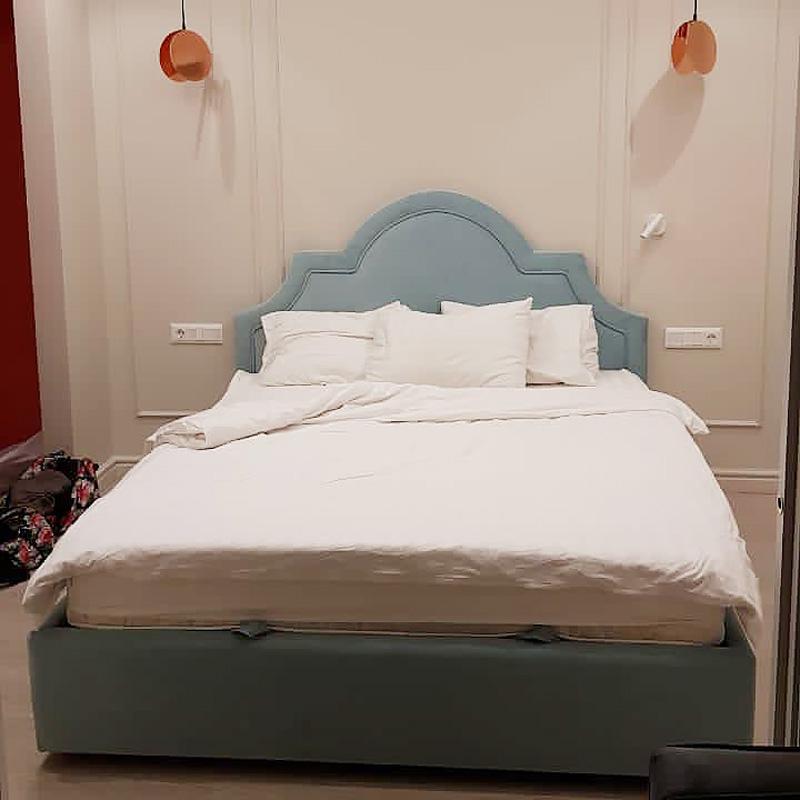 Лавсит двуспальная магкая кровать голубой велюр