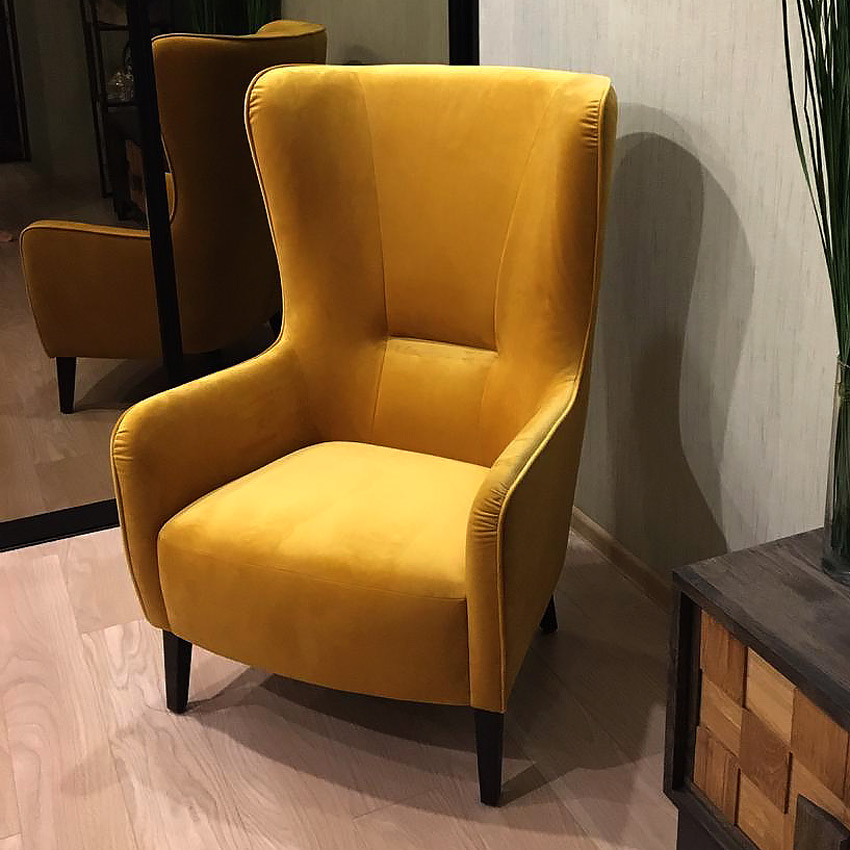 LAVSIT_Artur_high_chair_yellow_velvet