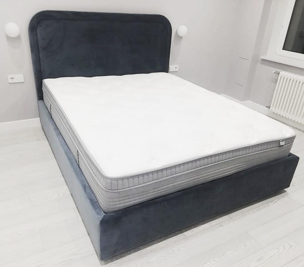 Двуспальная кровать Лукас микровелюр