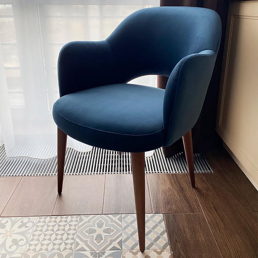 Стильный современный стул Рольф с мягким сиденьем