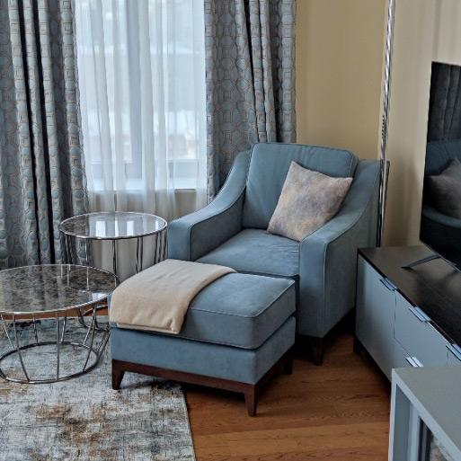 Lavsit_Mike_armchair_ottoman_blue-gray